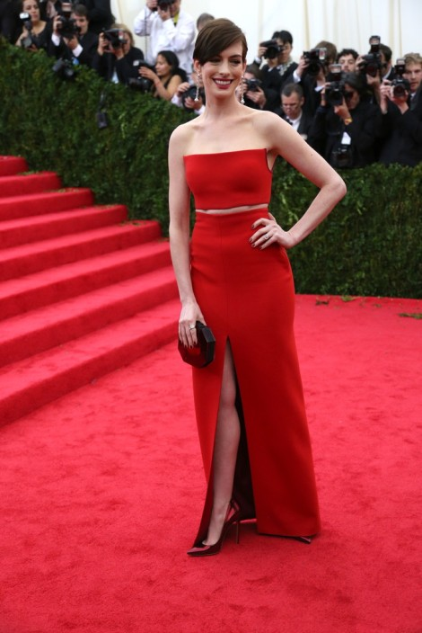 Anne Hathaway in Calvin Klein. Anne can't pull of this look. Sorry.