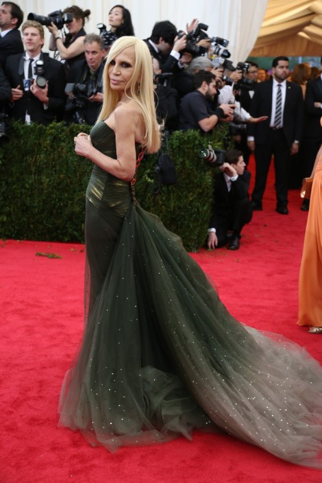 Donatella Versace looks fantastic in this gown!